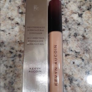 Kevin Aucoin- the etherealist natural concealer